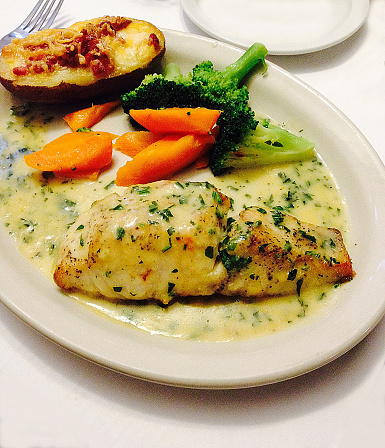 Tarragon「Chilean sea bass with a tarragon lemon cream sauce, steamed carrots, broccoli and a baked potato with bacon and cheese」:スマホ壁紙(8)