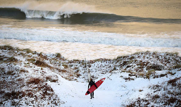 サーフィン「Snow And High Winds Hit The UK」:写真・画像(19)[壁紙.com]