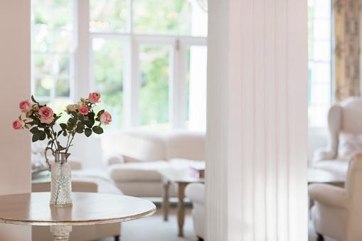 Flower Arrangement「Rose bouquet on table in luxury living room」:スマホ壁紙(17)
