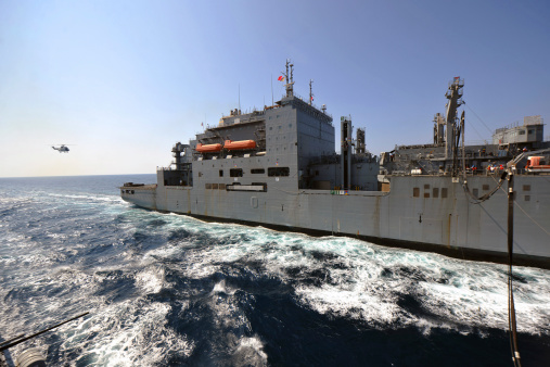 Arabian Sea「Dry cargo/ammunition ship USNS Richard E. Byrd during a replenishment at sea.」:スマホ壁紙(16)