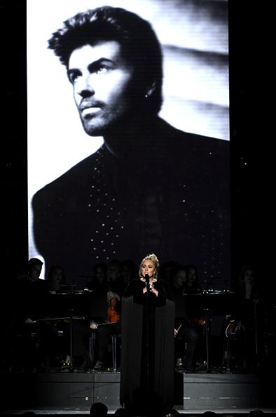 歌手 アデル「59th GRAMMY Awards -  Show」:写真・画像(0)[壁紙.com]