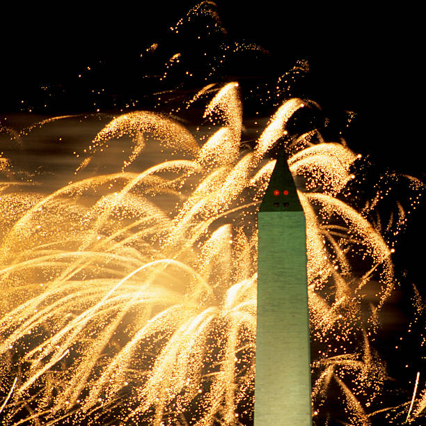ワシントン記念塔と花火のまとめ:2013年07月04日(壁紙.com)