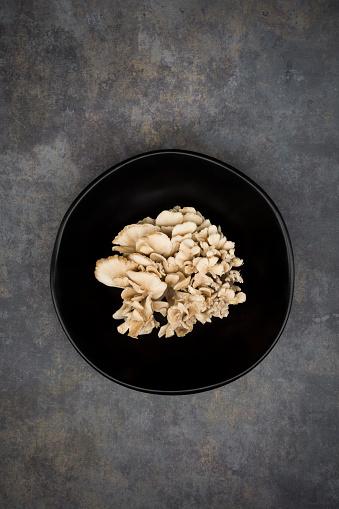 Bowl「Maitake in black bowl」:スマホ壁紙(6)