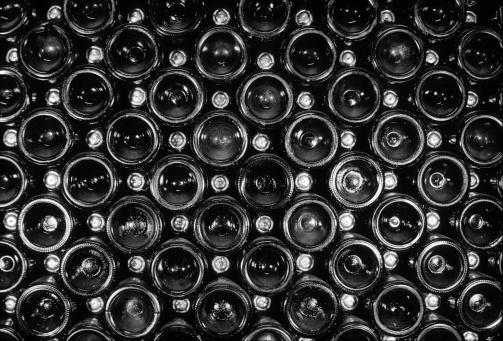 Winemaking「End view of vintage sparkling wine bottle stack」:スマホ壁紙(18)