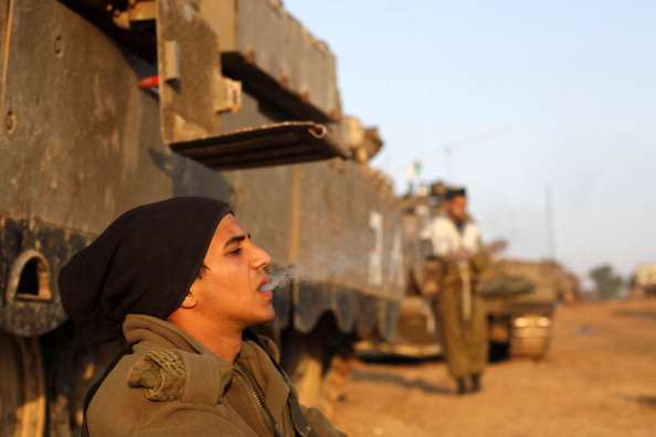 Entering「Israeli Troops Continue To Gather On Border As Ceasefire Talks Are Sought」:写真・画像(13)[壁紙.com]