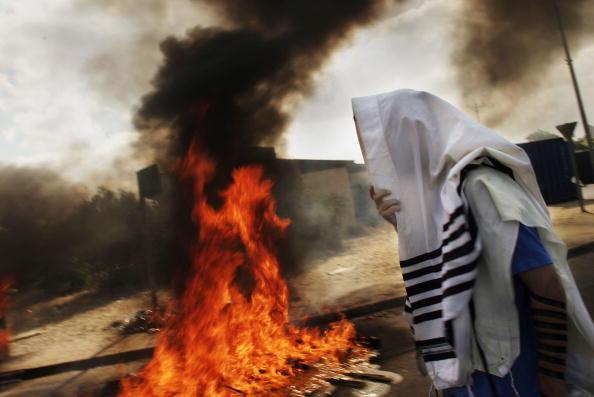 Moving Past「Israeli Troops Begin Forcible Eviction Of Gaza Settlers」:写真・画像(0)[壁紙.com]