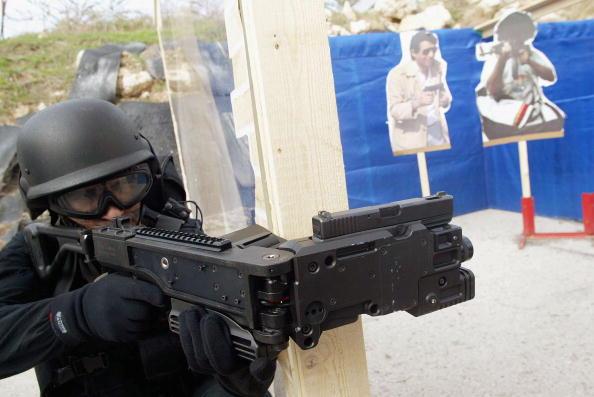 Corner「Israeli Military Develop Gun To Fire Around Corners」:写真・画像(11)[壁紙.com]