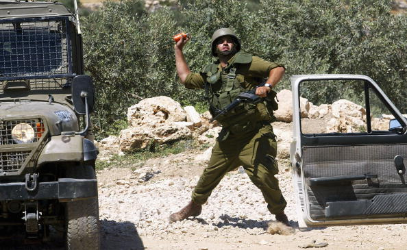 Human Arm「Palestinians Protesting Against Separation Barrier Clash With Israeli Troops」:写真・画像(8)[壁紙.com]