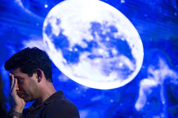 Israel「People Watch A Live Transmission Of Beresheet, Israel's First Unmanned Lunar Lander」:写真・画像(11)[壁紙.com]