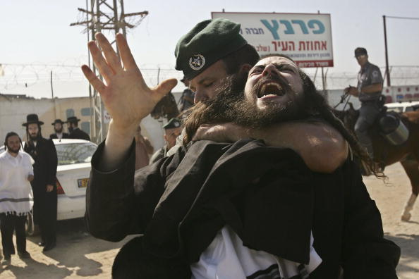 Pulling「Ultra-Orthodox Jews Protest Archaeological Dig In Ancient Cemetery」:写真・画像(12)[壁紙.com]