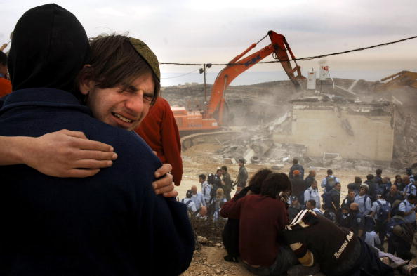 Shovel「Settlers Block House Demolition In Amona」:写真・画像(14)[壁紙.com]