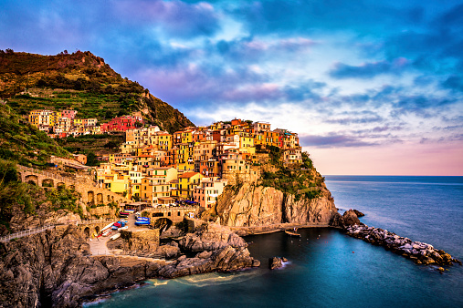 Cinque Terre「Beautiful view of Manarola in late afternoon light.」:スマホ壁紙(8)