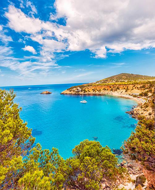 Beautiful view on Cala D'hort on Ibiza:スマホ壁紙(壁紙.com)