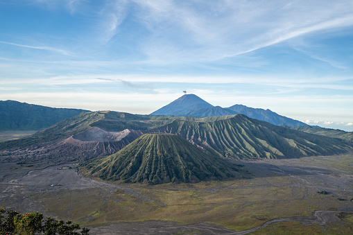 Awe「Beautiful view of Bromo national park and spectacular volcanoes in Indonesia. Travel destinations tourism concept」:スマホ壁紙(13)