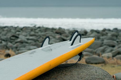 サーフィン「Arctic surfing at Unstad」:スマホ壁紙(13)