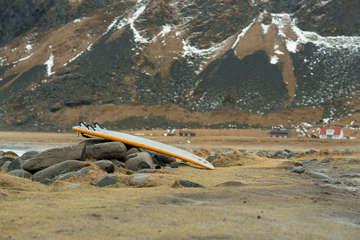 サーフィン「Arctic surfing at Unstad」:スマホ壁紙(12)