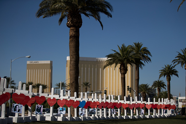 Mandalay Bay Resort and Casino「Las Vegas Mourns After Largest Mass Shooting In U.S. History」:写真・画像(11)[壁紙.com]