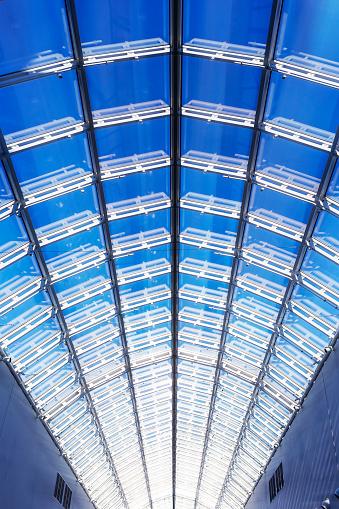 Warsaw「Detail of glass roof of modern building」:スマホ壁紙(11)