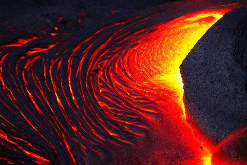 Puna「Detail of glowing molten lava flow.」:スマホ壁紙(12)