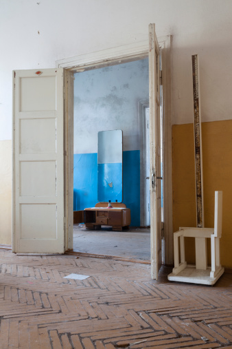 貧困「空のお部屋には、古い医療施設」:スマホ壁紙(19)