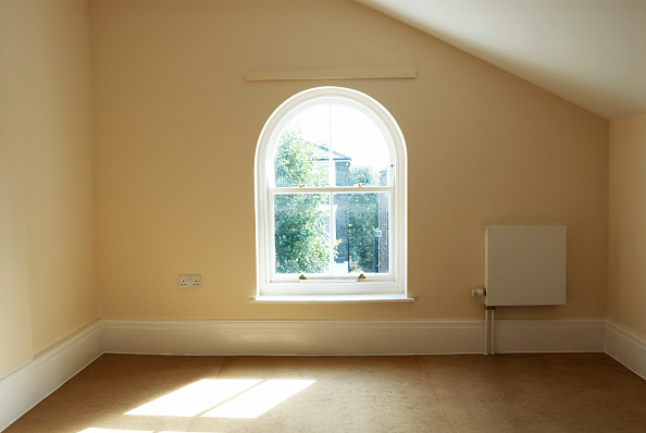 Blank「Empty room in Victorian house with double-glazed wooden sash windows」:写真・画像(9)[壁紙.com]