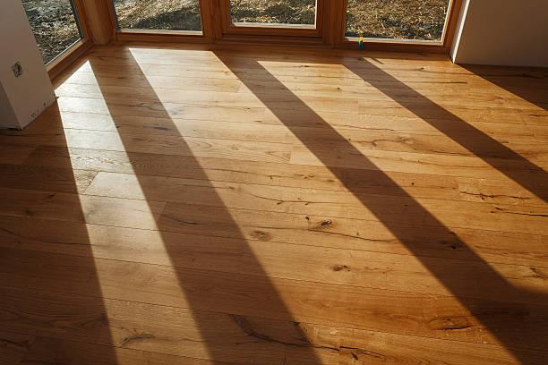 Empty room with finished parquet flooring:スマホ壁紙(壁紙.com)