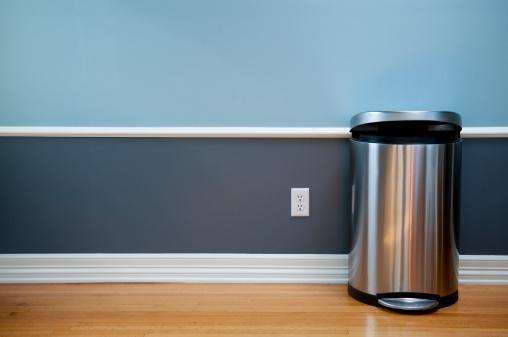 Wastepaper Basket「Empty Room With Modern Trash Can」:スマホ壁紙(2)