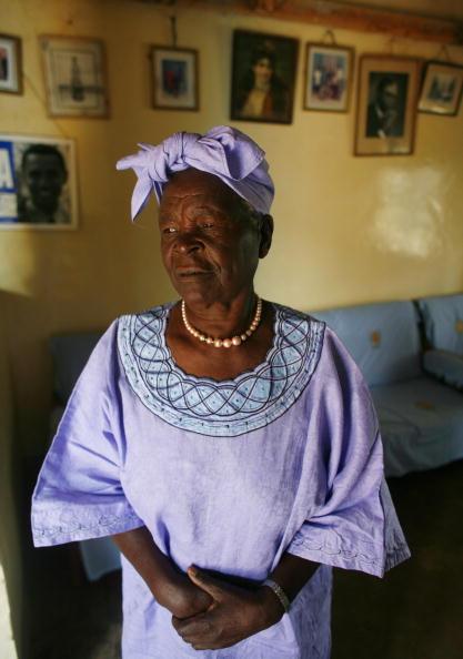 Sarah Obama「Barak Obama's Grandmother Awaits Super Tuesday Results」:写真・画像(12)[壁紙.com]