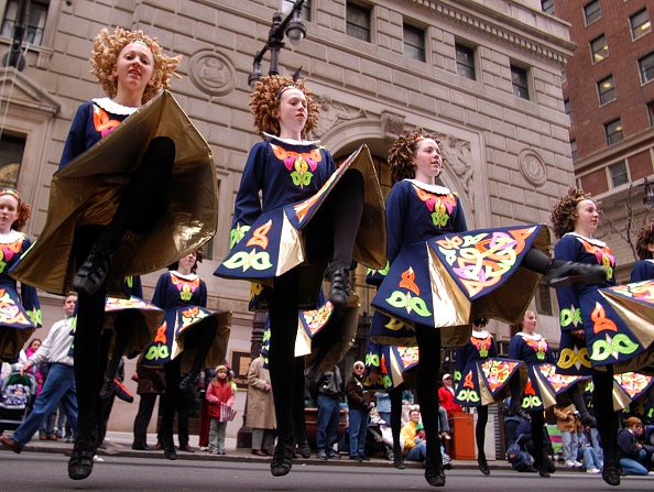 Dancing「Philadelphia Holds Its 53rd Annual St. Patrick's Day Parade」:写真・画像(19)[壁紙.com]
