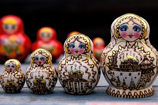 Doll「Nesting dolls at market in Moscow」:スマホ壁紙(18)