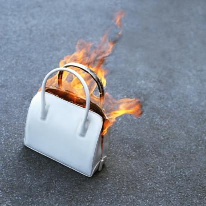 Purse「Burning handbag, close-up」:スマホ壁紙(3)