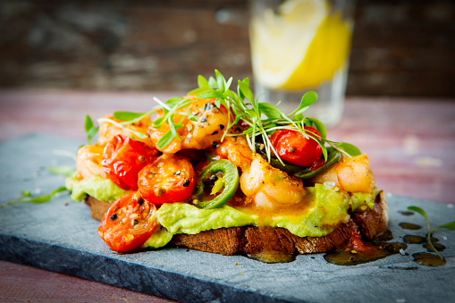 Chili Sauce「Crostini with shrimps and tomatoes, roasted bread, herbs, avocado cream, sweet chili sauce, jalapenos, cress」:スマホ壁紙(0)
