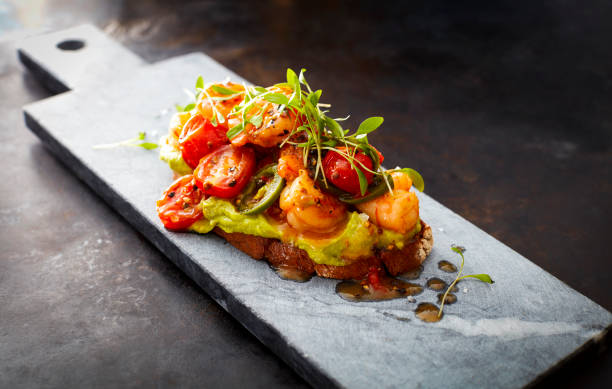 Crostini with shrimps and tomatoes, roasted bread, herbs, avocado cream, sweet chili sauce, jalapenos, cress:スマホ壁紙(壁紙.com)