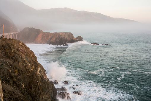California State Route 1「Waves splashing on rocks at cliffs」:スマホ壁紙(0)