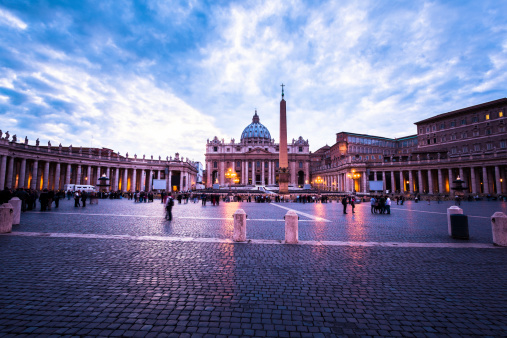 Roman「Saint Peter's Square at Dusk in Rome, Italy」:スマホ壁紙(5)