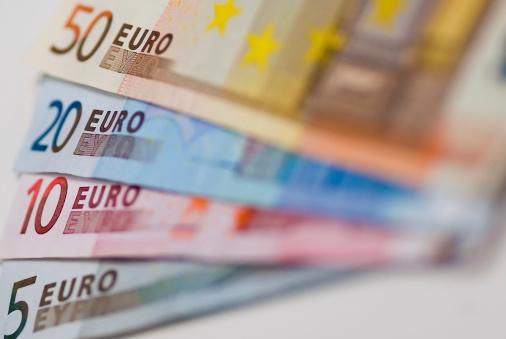 Paying「Euros」:スマホ壁紙(7)