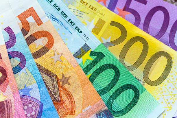 Euros:スマホ壁紙(壁紙.com)