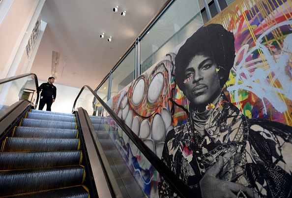 Mural「Rock Legend Prince Dies At Age 57」:写真・画像(10)[壁紙.com]