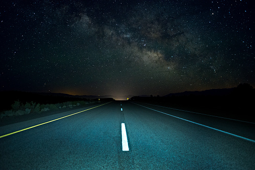Starry sky「The Milky Way rises over a remote section of Highway 395 in California's Eastern Sierra」:スマホ壁紙(3)