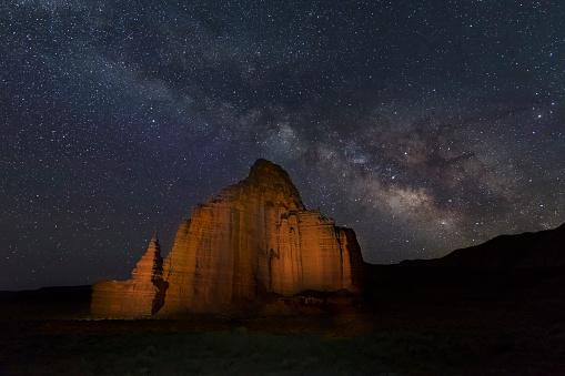 神秘「The Milky Way above Temple of the Moon, Capitol Reef NP」:スマホ壁紙(12)