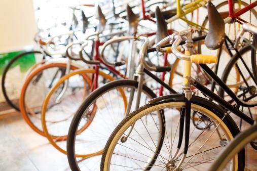 サイクリング「自転車で、自転車店」:スマホ壁紙(19)