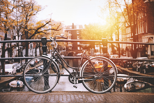 City Life「Bicycles parked on a bridge in Amsterdam」:スマホ壁紙(15)