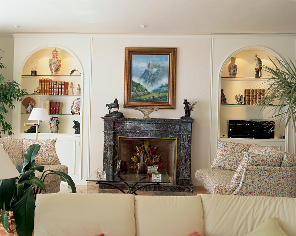 Living Room「View of artifacts on display in a living room」:写真・画像(15)[壁紙.com]