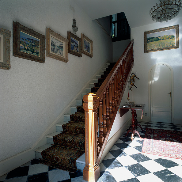 Rug「View of artistic paintings near a staircase」:写真・画像(12)[壁紙.com]