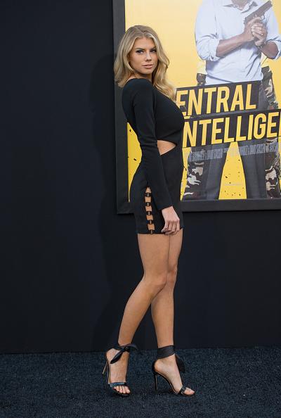 シャーロット・マッキニー「Premiere Of Warner Bros. Pictures' 'Central Intelligence' - Arrivals」:写真・画像(10)[壁紙.com]