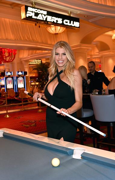 Charlotte McKinney「Charlotte McKinney Attends Encore Players Club Grand Opening At Wynn Las Vegas」:写真・画像(12)[壁紙.com]