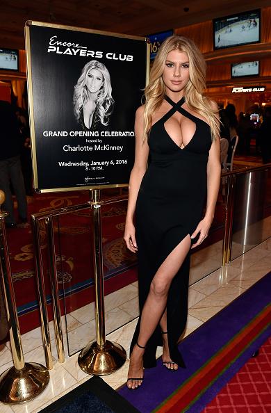 シャーロット・マッキニー「Charlotte McKinney Attends Encore Players Club Grand Opening At Wynn Las Vegas」:写真・画像(13)[壁紙.com]