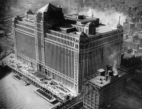 Skyscraper「The biggest building of the world in Chicago. Photograph. Around 1935.」:写真・画像(10)[壁紙.com]