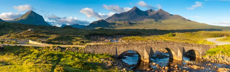 Isle of Skye「Scotland Cuillin mountain peaks above Sligachan Skye panorama」:スマホ壁紙(17)