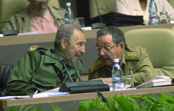兄弟「Castro Attends Parliament's Closing Session」:写真・画像(6)[壁紙.com]